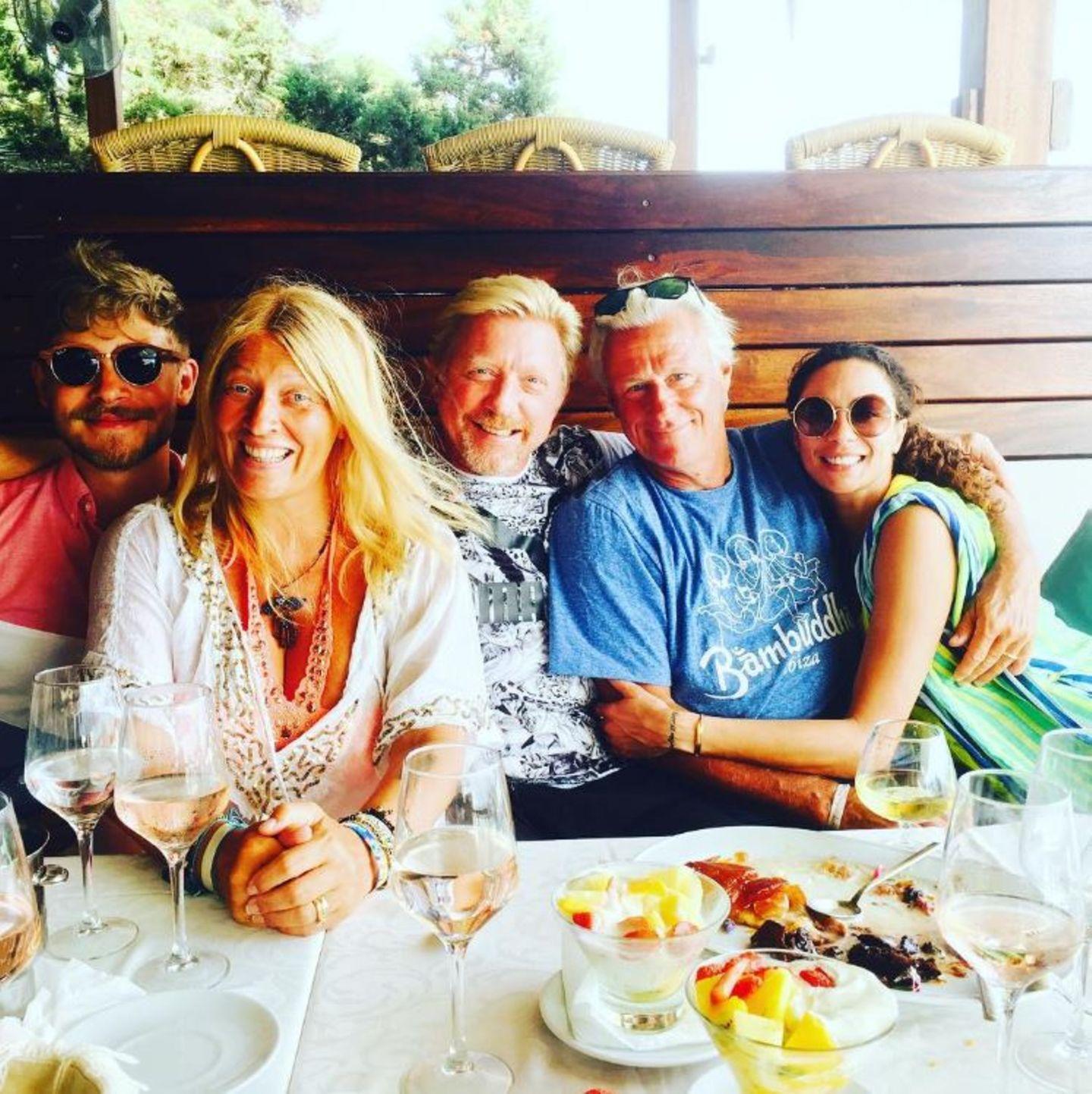 31. Juli 2017  Achtung Lilly, du hast die falsche Tennislegende im Arm: Auf Ibiza treffen Lilly Becker und Boris Becker auf den ehemaligen Tennisstar Björn Borg.