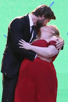 31. Juli 2017  Moment mal, Liam Hemsworth! Bei dieser Dame, die du da küsst, handelt es sich definitiv nicht um um deine Freundin Miley Cyrus...