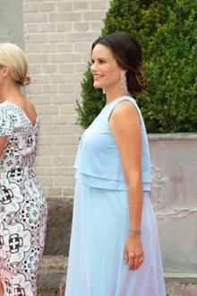 Schön schwanger und glücklich zeigte sich die im neunten Monat schwangere Ehefrau von Prinz Carl Philip auf dem Event.