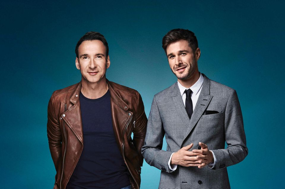 """Jochen Bendel (li.) und Jochen Schropp (re.) moderieren die fünfte Staffel """"Promi Big Brother""""."""