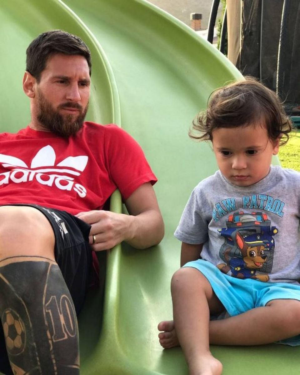 6. August 2017  Lionel Messi verbringt wertvolle Zeit mit seinem Jüngsten: Mateo.