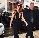Schauspielerin Kate Beckinsale versprüht in diesem schwarzen Jumpsuit echten Hollywood-Glamour. Ihr besonders tief ausgeschnittenesDekolleté ist zudem ein attraktiver Blickfang.
