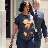 Mai 2017  Rihannas Aussehen ist plötzlich wieder in aller Munde. Ihre Fans bemerken sofort, dass die Sängerin über die letzten Monate zugenommen hat. Neben positivem Feedback gibt es auch viel Kritik, die jedoch völlig unverständlich ist. Schließlich sieht RiRi einfach super aus!