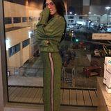 In die schicke Trainingshose hat sich auch Kourtney Kardashian verliebt. Anders als Marina trägt sie jedoch den Komplett-Look samt passendem Pullover.