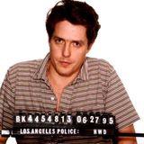 Hugh Grant  Der Schauspieler ist 1995 auf allen Klatschblättern das Hauptthema: Er und die Prostituierte Divine Brown werden in Los Angeles wegen unsittlichen Verhaltens festgenommen.