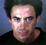 """Robert Downey jr.  In Los Angeles ,1996, wird der spätere """"Ironman""""-Star wegen Drogeneinflusses festgenommen. Später wird er zusätzlich wegen Drogen- und Waffenbesitzes verhaftet. Das Gericht schickt ihn darauf in eine Rehab-Klinik."""