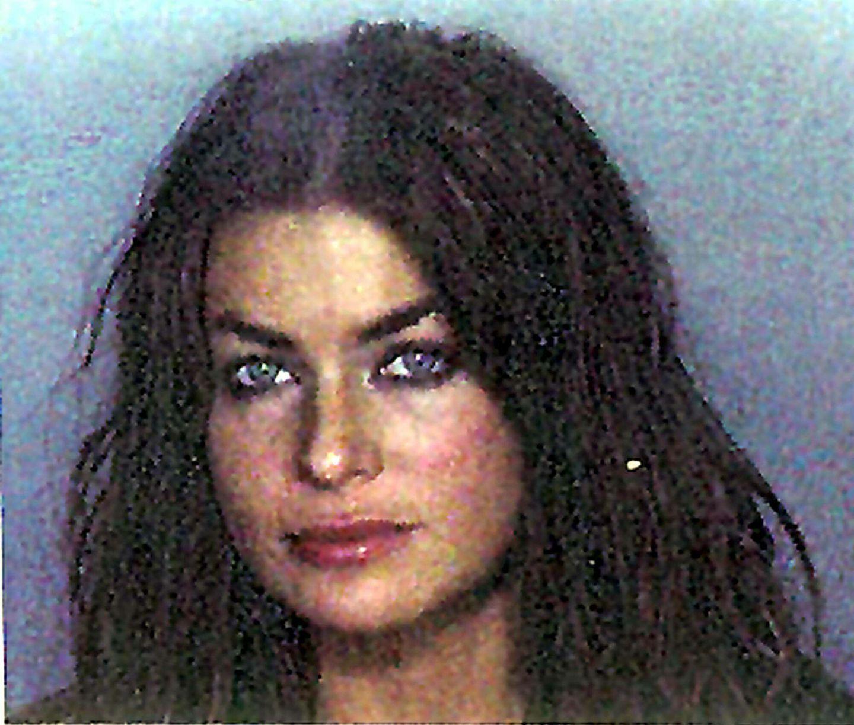 """Carmen Electra  Das ehemalige Baywatch-Babe wird im November 1999 von der """"Miami Beach Police"""" festgenommen. Sie soll ihren damaligen Ehemann Dennis Rodman misshandelt haben, der die Anzeige allerdings kurz darauf zurückzieht."""
