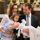 Prinz Liam wird Ende April getauft. Dafür hat es die Royal-Familie aus Luxemburg in den Petersdom verschlagen. Besonders seine Schwester, die 2-jährige Amalia, scheint ganz fasziniert von der Zeremonie und streichelt ihrem Bruder behutsam über den Kopf.