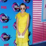 """Stranger Things""-Star Millie Bobby Brown leuchtet in sonnigen Gelb."