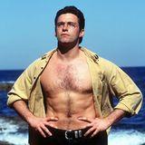 """Nach seinem Abschluss 1994 bekam Hugh Jackman direkt ein Rollenangebot für die Fernsehserie """"Correlli"""", bei der er auch 1995 seine große Liebe Deborra-Lee Furness kennenlernte. Aus dieser Zeit stammen auch diese sexy Promo-Bilder, und danach ging es in Sachen Karriere stetig bergauf."""