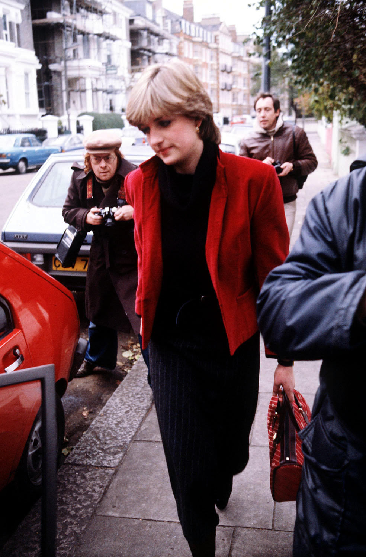 Die Presse verfolgt Diana an ihren Zuhause in Knightsbridge, 1980