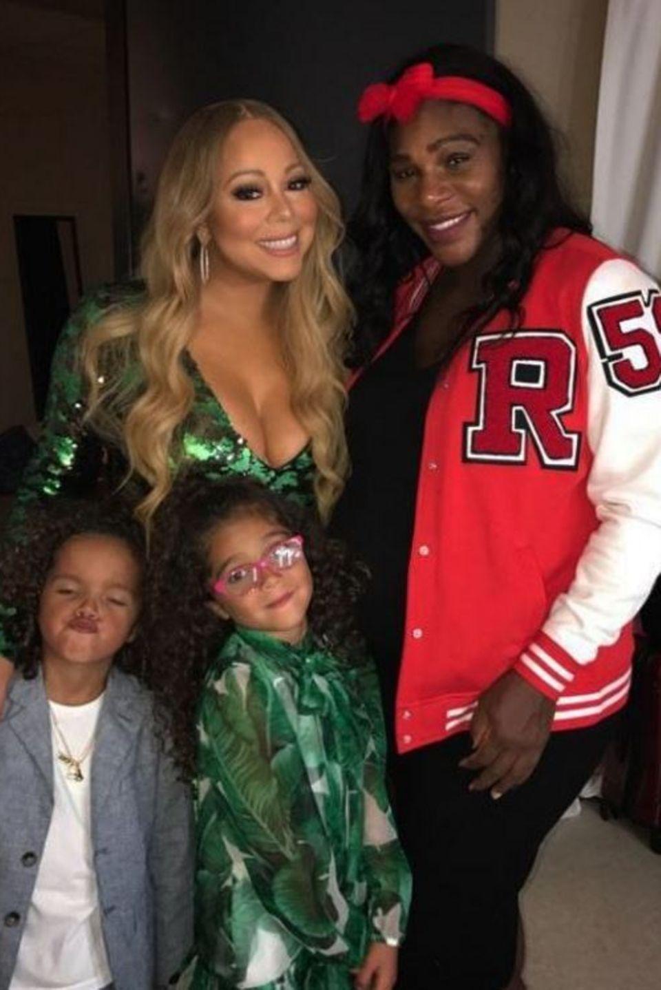 Mariah Carey und Serena Williams  Die Pop-Diva und das Tennis-Ass verstehen sich blendend. Auf dem Foto besucht Serena Williams Mariah und ihre Kids Backstage.