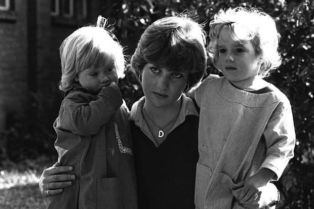 Als Aushilfskindergärtnerin arbeitete die künftige Prinzessin im Young England Kindergarten in London. Schon hier zeigte sich Dianas besonderer Draht zu Kindern