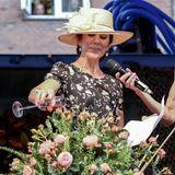 Zu der Eröffnungszeremonie gehört auch das Gießen eines Bouquets. Allerdings mit Rosé statt Wasser. Prost!