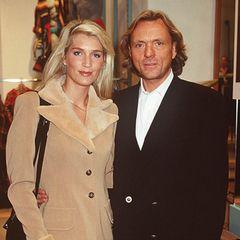 1995  Als junge, kühle Blonde an der Seite von Otto Kern wuchs langsam die High-Society-Dame heran.