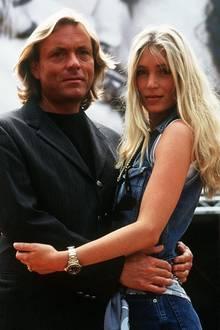 1995  Mit zarten 19 Jahren lernte das damalige Model mit blonder Mähne ihren zukünftigen Mann, den Designer Otto Kern kennen und heiratete ihn nach sieben Jahren wilden Jetset-Lebens 1995.