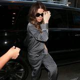"""Verstecken ist zwecklos! Nach ihrer Trennung vom 22 Jahre jüngeren Matt Rife, zeigt sich Hollywood-Schauspielerin Kate Beckinsale das erste Mal wieder in der Öffentlichkeit. Zur """"Hamilton Opening Night"""" erscheint sie in einer coolen Pyjama-Kombination"""