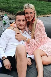 Der Borusse Marco Reus angelt sich Ende 2015 die Instagrammerin Scarlett Gartmann. Ihre Liebe machen sie im Februar 2016 offiziell.