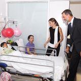 19. August 2017  Für das Königspaar ist der Besuch der Barcelona-Terroropfer im Krankenhaus Ehrensache. Besonders die verletzten Kinder freuen sich über den aufmunternden Besuch.