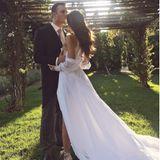 Die Designerin und Bloggerin Rumi Neely wählt für ihre Hochzeit ein transparentes Kleid. Auf einem Foto, das die amerikanische Bloggeirn mit japanischen, holländischen und schottischen Wurzeln auf ihrem Instagram-Profil teilt, sieht man deutlich, wie durchsichtig das Kleid ist. Die Vorderseite ist jedoch noch imposanter...