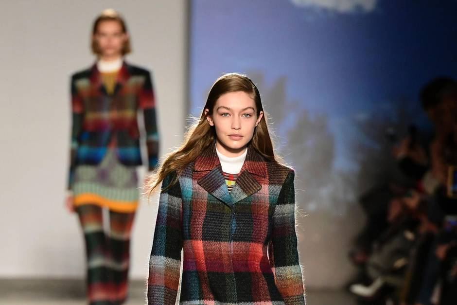 Model Gigi Hadid für Missoni auf der Fashion Week Mailand 2017.