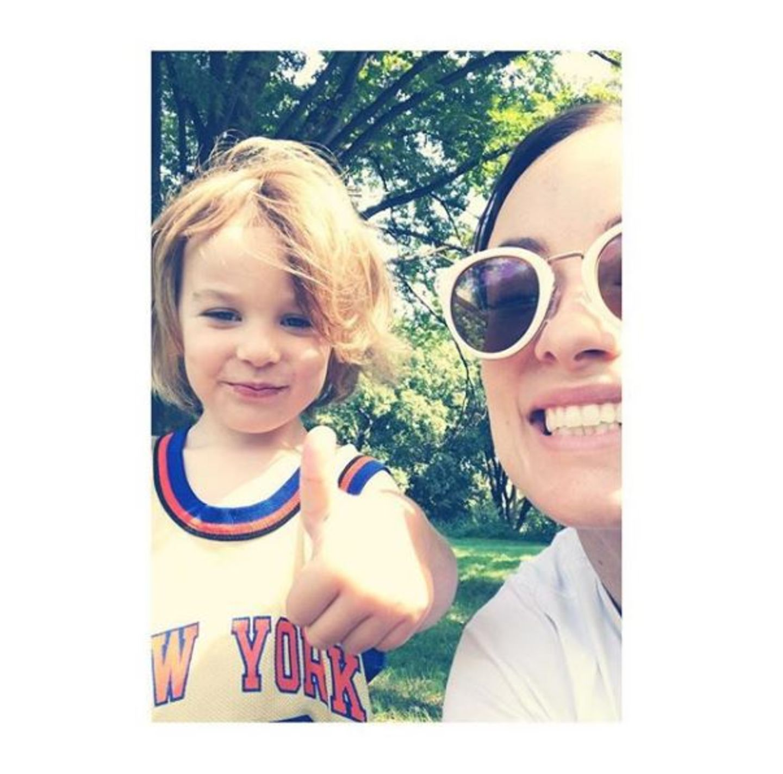 20. August 2017  Sonntage bedeuten bei Familie Wilde-Sudeikis ganz besonders eins: Spaß im Park! Dazu gehören auch witzige Selfies von Mama Olivia und Söhnchen Otis.