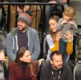 23. Dezember 2016  Kurz vor Weihnachten gehen Jason und Olivia mit Otis zum Basketball und feuern ihr Team, die New Jersey Nets an.
