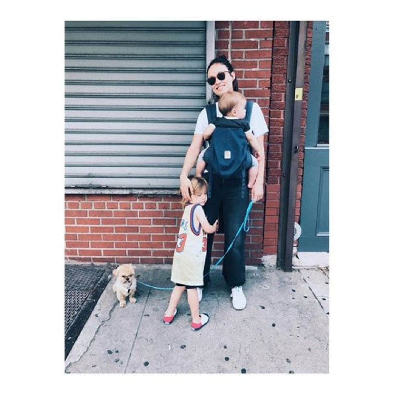 27. Juli 2017  Es ist eines der ersten Male, dass Elvis die Familie bei einem New-York-Spaziergang begleitet, doch passt er schon perfekt ins Bild. Einfach niedlich!