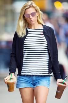 Liebe ist... wenn dein Partner dir einen Iced Coffee zur Arbeit bringt.  Lindsay Shookus muss ihren Ben Affleck also wirklich gern haben. Sie holt ihm einen kühlen Kaffee von Starbucks und durchstreift damit New York.
