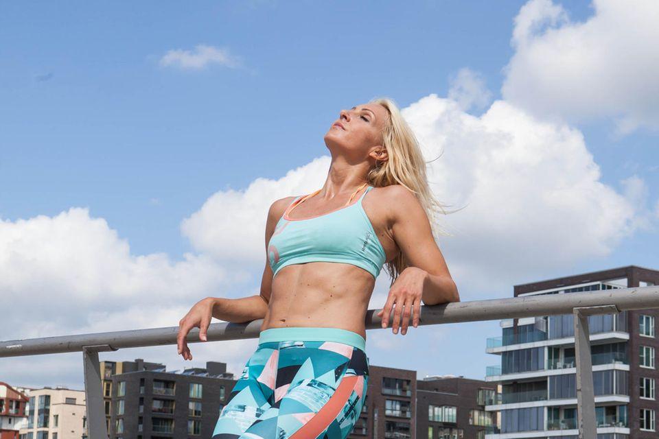 Ein schickes Trainingsoutfit kann zusätzlich zum Sport motivieren, sagt Mieke Tasch.
