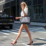 """Mit ihren scheinbar endlos langen Beinen möchte Lily Donaldson die """"Victoria's Secret""""-Modelbooker von sich überzeugen. Das dürfte in ihren knappen Shorts sicherlich bestens funktionieren. Außerdem ist sie ja auch schon als Engel bekannt und durfte sich schon öfter die begehrten Flügel auf den Rücken spannen."""