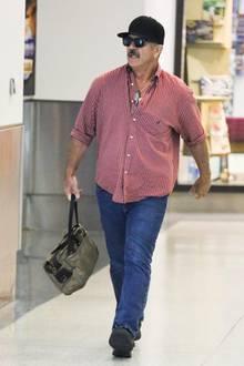 Heute ist Mel Gibson neunfacher Vater und machte nicht mehr nur mit Erfolgen und gutem Aussehen, sondern auch mit Suchterkrankungen und kontroversen Äußerungen Schlagzeilen. Sein Äußerliches erinnert eher an das eines amerikanischen Truckers; ein locker-sitzendes Hemd, eine dunkle Cap und das Bäuchlein lassen sein gutes Aussehen in Vergessenheit geraten.