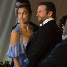 Irina Shayk + Bradley Cooper  Wenn ein Topmodel auf einen Hollywood-Hottie trifft, kann doch eigentlich nur ein entzückendes Kind daraus entstehen, oder?! Viele Beweise gibt es bisher allerdings noch nicht, hat man Tochter Lea de Seine, die Ende März geboren ist, bis heute nur selten gesehen.