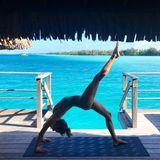Ganz schön gelenkig: Supermodel Alessandra Ambrosio zeigt ihren Fans, wie Yoga funktioniert.