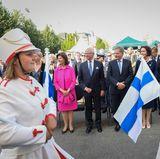 Nach dem Essen im Schloss zieht es das schwedische Königspaar und seine Gäste in denKunstträdgaarden zur 100-Jahr-Feier für Finnland.