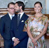 Bei dem Termin waren auch Prinz Carl Philip und Victorias Ehemann Prinz Daniel anwesend. Prinzessin Sofia fehlte hingegen. Aber das ist ja auch total verständlich, befindet sie sich doch in den letzten Zügen ihrer zweiten Schwangerschaft und muss sich momentan schonen.