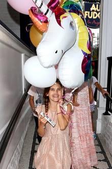 24. August 2017  Tochter Anja Louise freut sich riesig. Welches 9-jährige Mädchen hätte keine Freude an diesem bunten Einhorn-Luftballon?