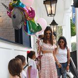 24. August 2017  Zum Geburtstag ihrer niedlichen Tochter Anja Louise dürfen selbstverständlich bunte Luftballons nicht fehlen. Alessandra Ambrosio hat an alles gedacht.
