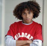 Corbin Bleu  Welches Mädchen sich in 2006 nicht schlagartig in Troy Bolton verguckte, tat es spätestens beim Anblick seines besten Freundes Chad Danforth, der von Corbin Bleu gemimt wird. Er punktet als cooler Lockenkopf.