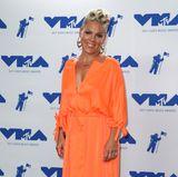 Pink in Orange: Leider ist uns dieser zweite VMA-Look für so eine tolle Frau etwas zu langweilig.