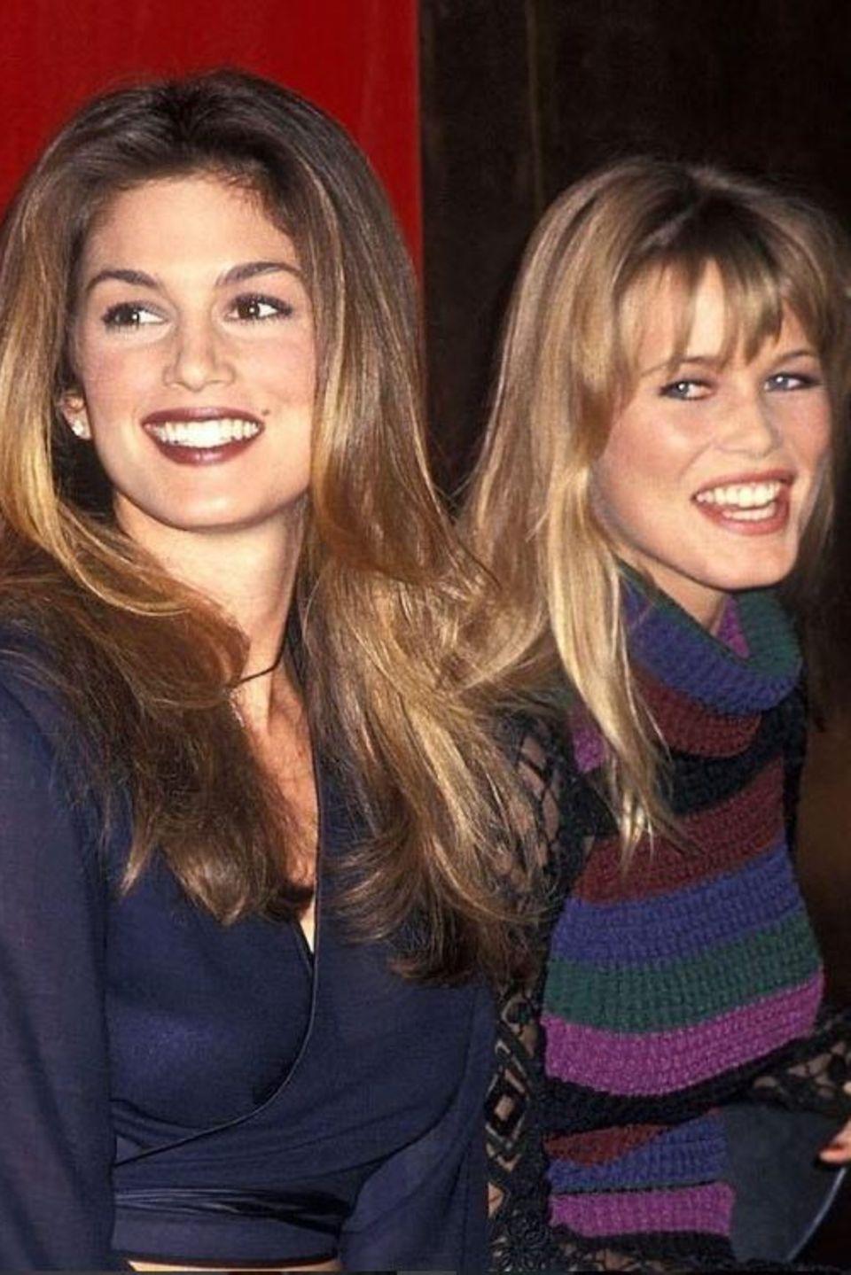 Cindy Crawford und Claudia Schiffer  Aus harten Modekonkurrentinnen sind gute Freundinnen geworden: Mit diesem Throwback-Foto gratuliert Cindy Crawford ihrer Freundin Claudia Schiffer zum Geburtstag.