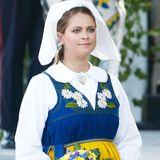 Anlässlich des Nationalfeiertags in Schweden hüllt Prinzessin Madeleine ihren Babybauch in traditionelle Trachten.