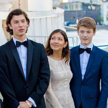 Seine Volljährigkeit möchte an erster Stelle natürlich seine Mutter, Gräfin Alexandra, mit ihm zelebrieren. Aber auch sein Bruder Prinz Felix ist mit von der Partie.