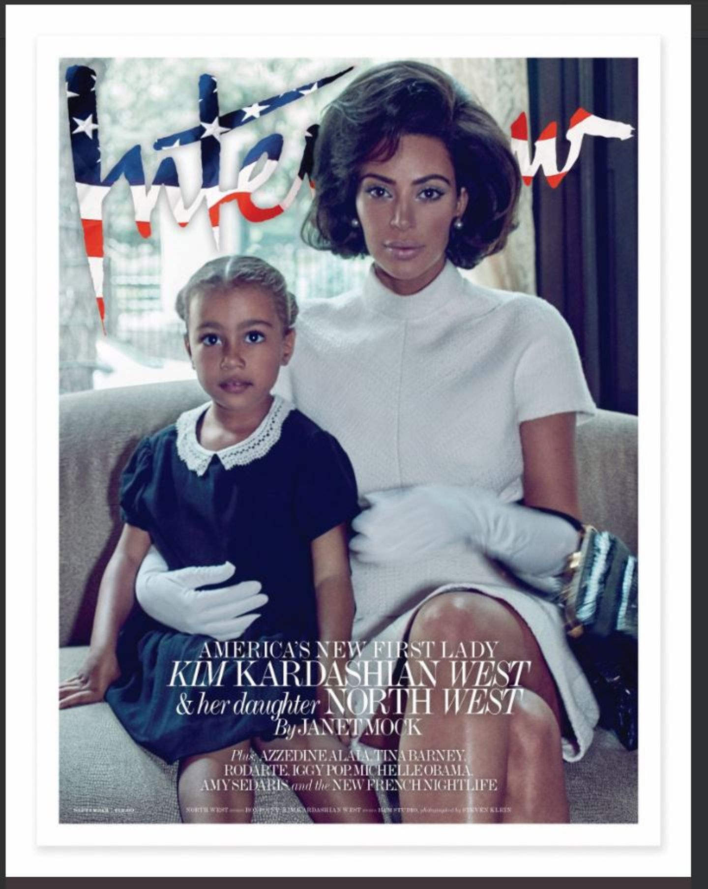 """29. August 2017  Auf dem Cover des amerikanischen """"Interview""""-Magazins posiert Kim Kardashian zusammen mit Töchterchen North als Jackie Kennedy - ein Foto, das für viel Aufsehen sorgt. Die Meinungen sind gespalten, die negativen Kommentare überwiegen jedoch. """"Das ist eine Beleidigung für Jackie"""", """"Das ist abfällig, falsch, reduzierend und einfallslos"""" und und und. Der Tonus lautet ganz offensichtlich: Dieses Mal ist Kim zu weit gegangen."""