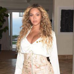 Beyoncé wurde in Houston geboren und hat ihre Wurzeln nicht vergessen. Sie engagiert sich nach Aussage ihres Pastors stark für die Opfer der Flutkatastrophe. Die genaue Summe ihrer Spenden wird auf ihren Wunsch geheimgehalten.