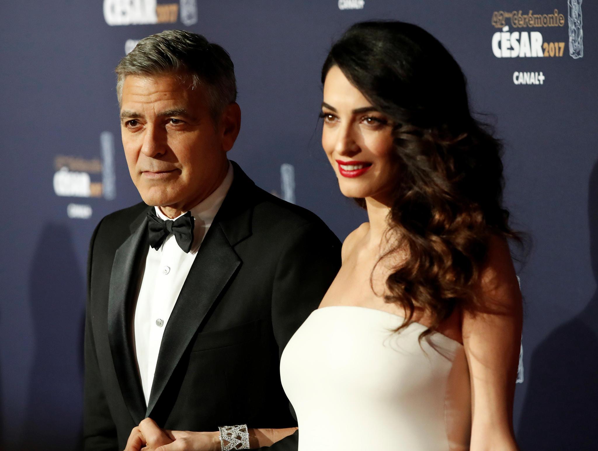 George Clooney genießt die Fahrt
