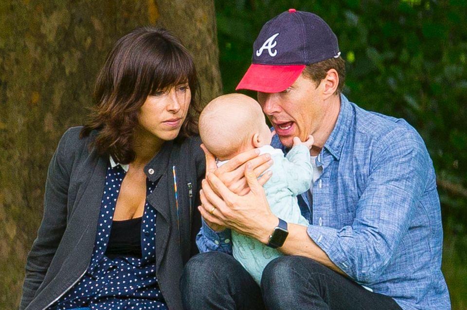 12. August 2017  Im Londoner Park Hampstead Heath haben Ehefrau Sophie Hunter und Benedict Cumberbatch nur Augen für den kleinen Hal.