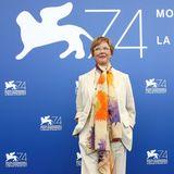 Sommerlich leicht und doch elegant zeigt sich die diesjährige Jury-Präsidentin Annette Bening bei der Pressekonferenz zur Eröffnung der Filmfestspiele.