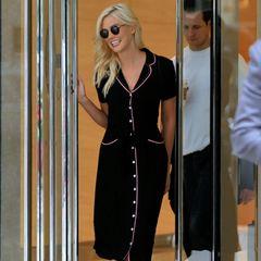 """Sensation! Nach zwei Jahren kehrt Karlie Kloss auf den Laufsteg von """"Victoria's Secret"""" zurück. Das verkündete die clevere Amerikanerin jetzt via Instagram. """"Wir sehen uns in Shanghai"""", schreibt sie zu einem Bild, das sie bei ihrer letzten Show in heißen Dessous zeigt."""