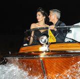 1. September 2017  Eines der glamourösesten Paare der Welt unterwegs in Venedig: Während ihres Besuchs der Filmfestspiele werden Amal Clooney und Ehemann George Clooney auf diesem spektakulären und zeitgleich edlen Bild festgehalten.